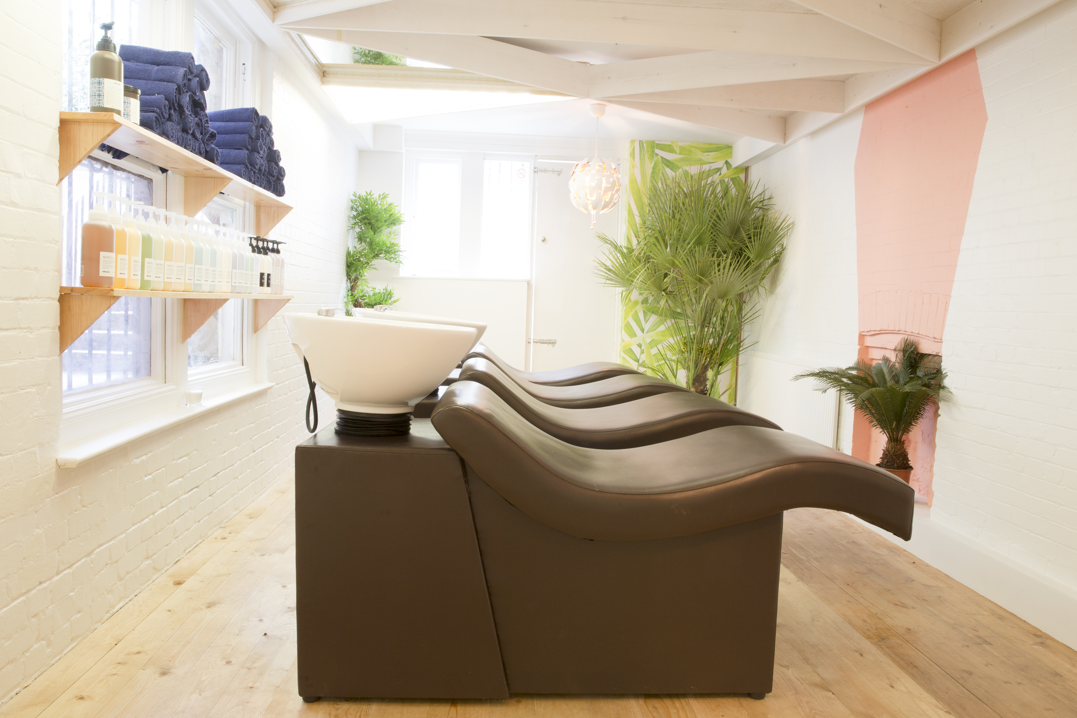 hairdressers in streatham sinks and chairs
