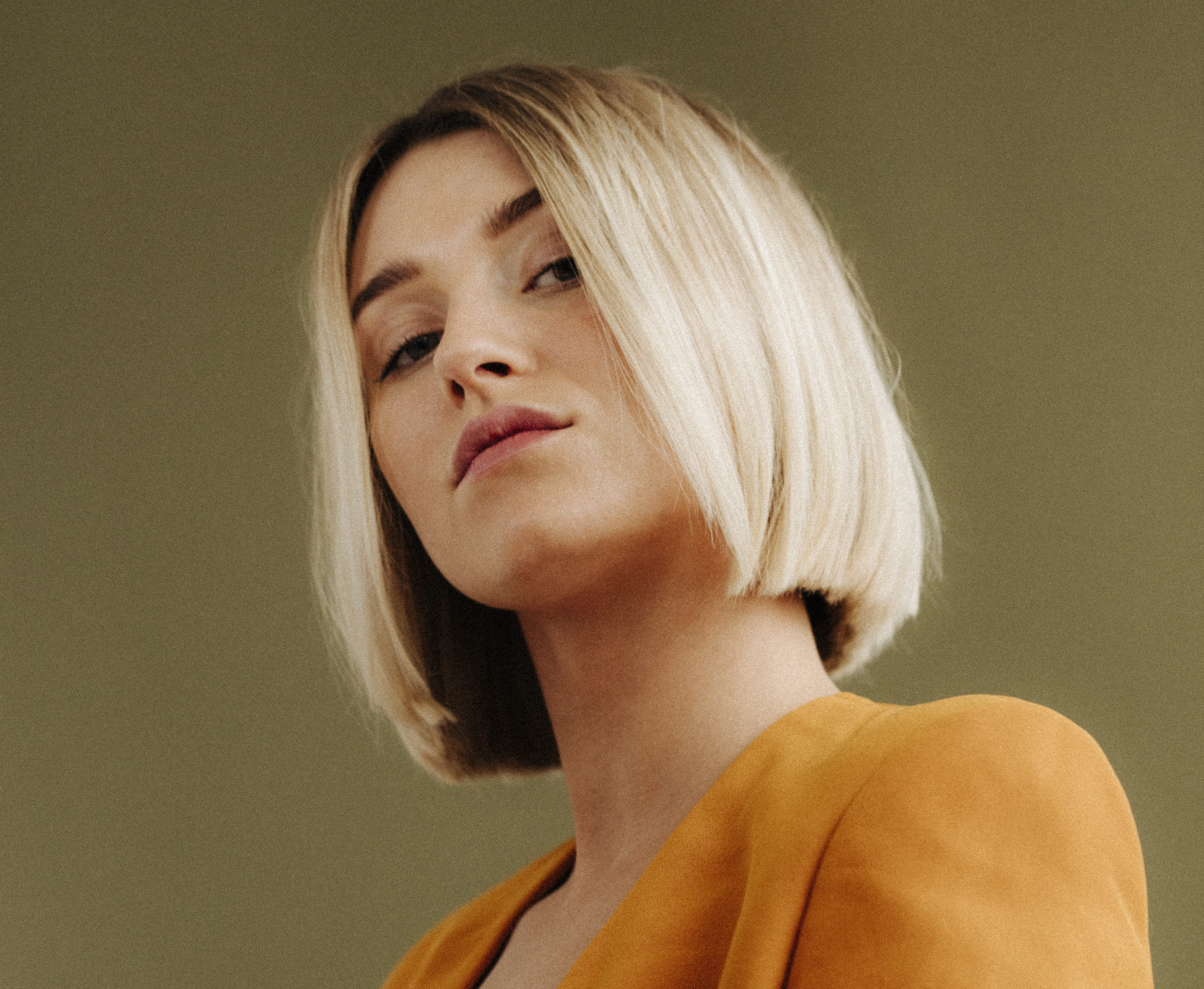 oxford circus hairdressers - blonde model posing